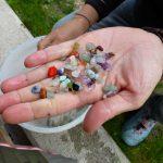 Die gefundenen Schätze, bunt und glänzend,...
